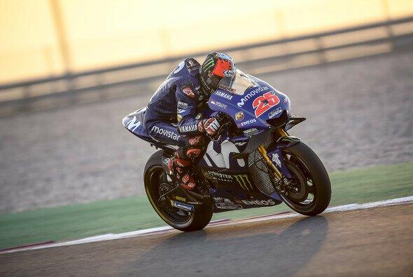 Maverick Vinales zeigte an Tag eins in Katar auf - Foto: Yamaha