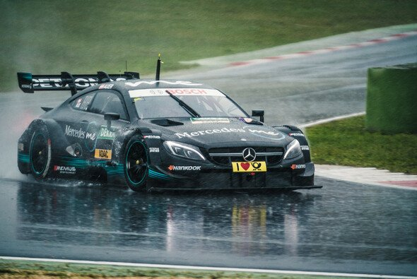 Lucas Auer crasht seinen Mercedes bei den DTM-Tests in Vallelunga - Foto: Mercedes-AMG