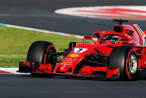 Laut Kimi Räikkönen hat auch Ferrari trotz Doppelspitze bei den Formel-1-Testfahrten die Hosen noch nicht ganz herunter gelassen - Foto: LAT Images