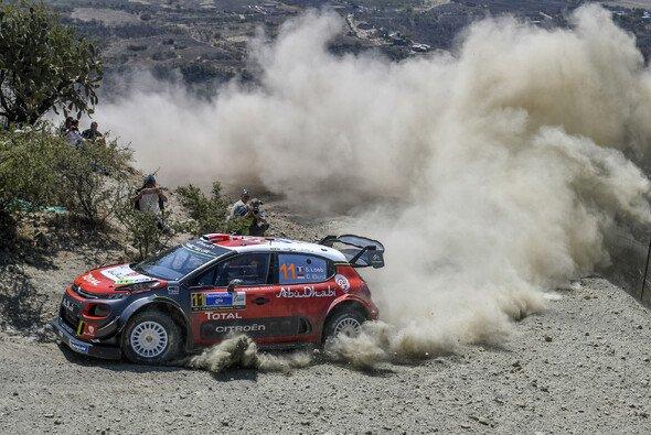 Sebastien Loeb führt bei seiner Comeback-Rallye - Foto: LAT Images