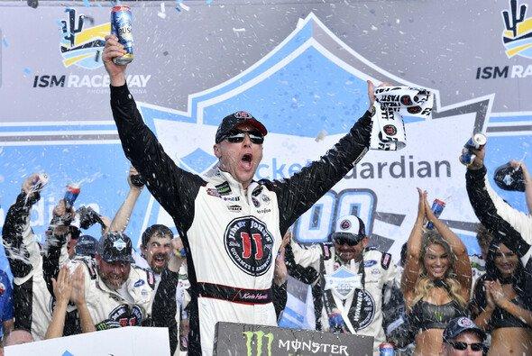Kevin Harvick: Dritter Saisonsieg in Folge und neunter Sieg in Phoenix - Foto: LAT Images