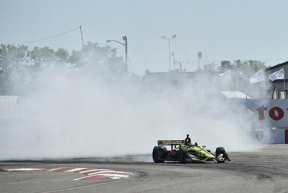 Sebastien Bourdais durfte sich über einen überraschenden Sieg freuen - Foto: IndyCar