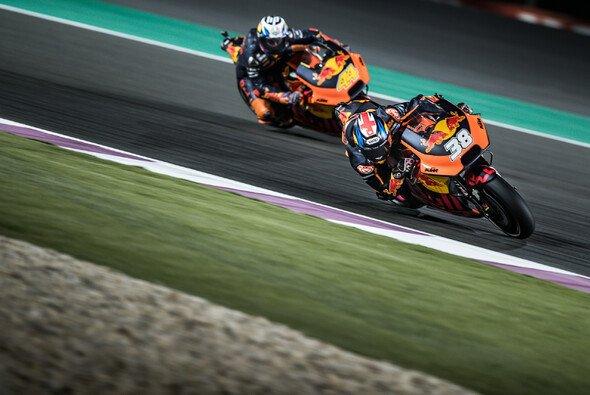 Die KTM-Fahrer Pol Espargaro und Bradley Smith kämpften in Katar vergeblich um Punkte - Foto: KTM