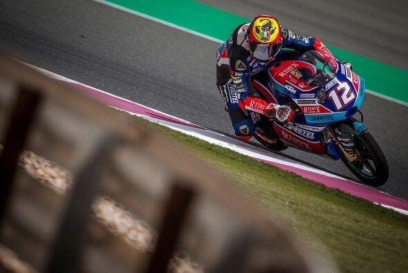 Marco Bezzecchi feiert seinen ersten Sieg in der Moto3 - Foto: PrüstelGP