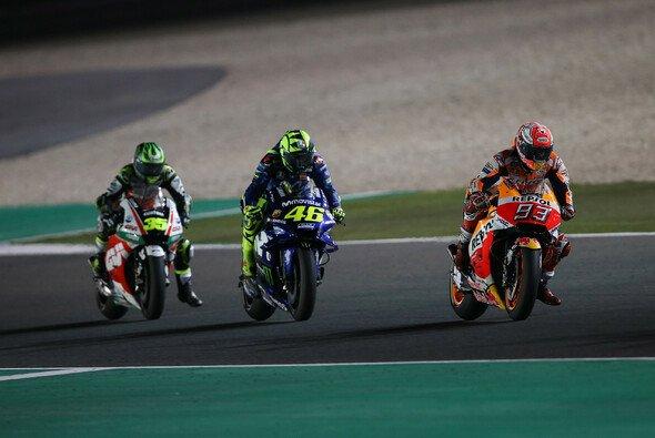 Viel fehlte Crutchlow nicht auf Rossi und Marquez - Foto: Repsol Media