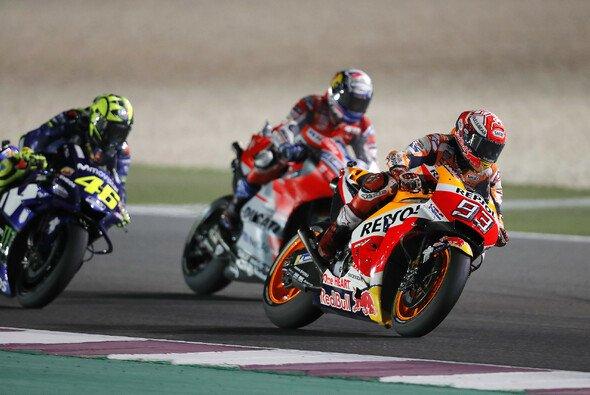 Andrea Dovizioso gewinnt das MotoGP-Rennen in Katar - Foto: Repsol Media