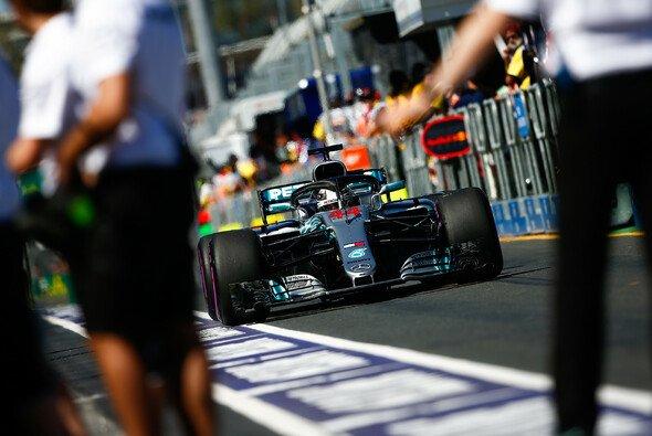 Lewis Hamilton holt am Freitag in Australien beide Bestzeiten - Foto: LAT Images