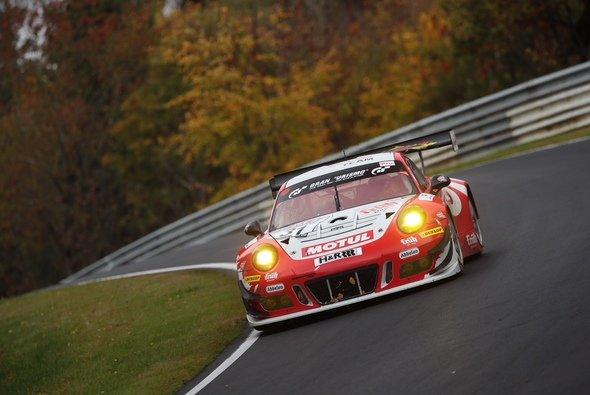 Als Erster über die Ziellinie in VLN4: Der Frikadelli-Porsche #31 - Foto: Dunlop
