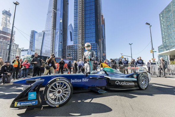 Nelson Piquet Junior beim diesjährigen Show Run in New York - Foto: FIA Formula E