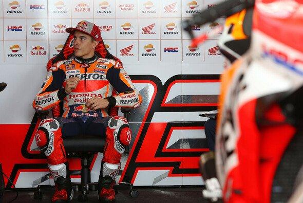 Marc Marquez wird um eine Reihe nach hinten versetzt - Foto: Repsol Media