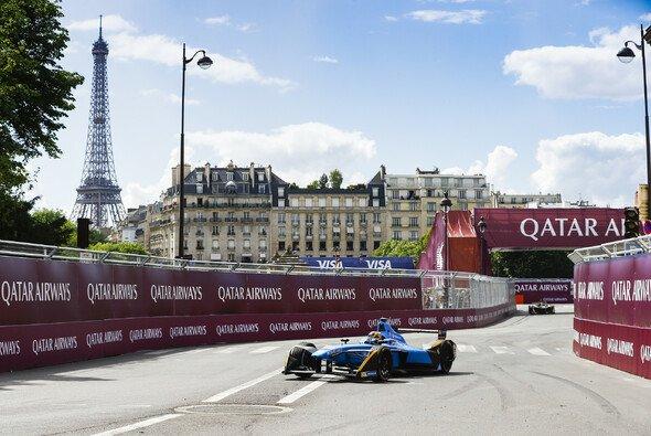 Was für ein Panorama beim Paris ePrix - samt Eiffelturm - Foto: LAT Images