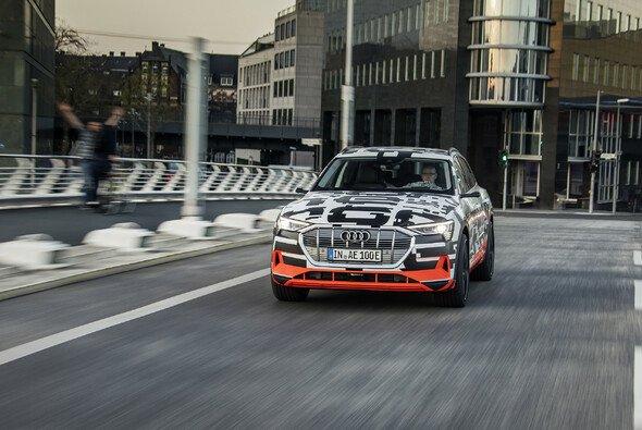 Der Audi e-tron ist durch über 400km Reichweite durchaus alltagstauglich - Foto: Audi