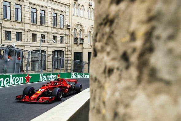 Die Formel 1 in Baku: Chaos vor hübscher Architektur - Foto: LAT Images