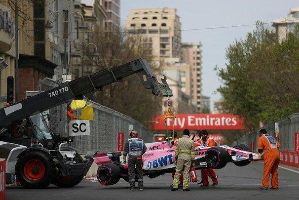 Esteban Ocon macht Kimi Räikkönen für ihren Baku-Unfall verantwortlich - Foto: LAT Images