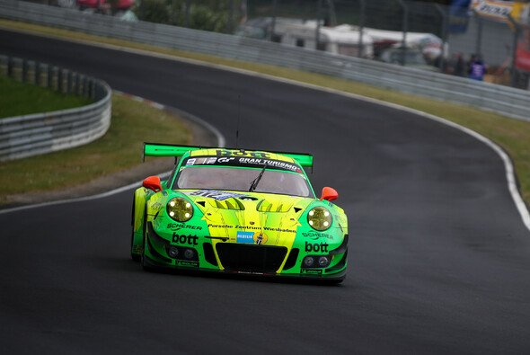 Der Porsche #912 setzte sich bei VLN 3 durch - Foto: Porsche
