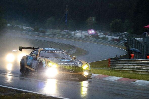 Mercedes duelliert sich mit Porsche um den Sieg - Foto: Mercedes-AMG