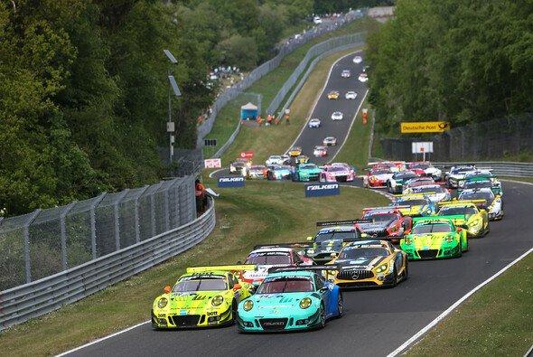 Der Zeitplan für das 24h-Rennen am Nürburgring wurde veröffentlicht. - Foto: Porsche