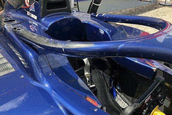 Der Halo bewährt sich beim Crash in der Formel 2 in Barcelona - Foto: Charrel Jalving