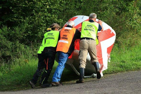 Kernaufgabe der Sportwarte ist die Absicherung von Strecken- und Zuschauerbereichen - Foto: ADAC Rallye Deutschland