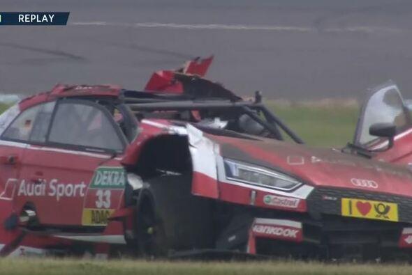 René Rast kam bei seinem schweren Unfall im DTM-Rennen auf dem Lausitzring mit dem Schrecken davon - Foto: Screenshot/YouTube(DTM)