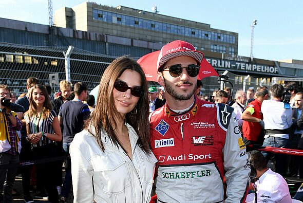 Daniel Abt mit Model Emily Ratajkowski 2018 in Berlin - Foto: LAT Images