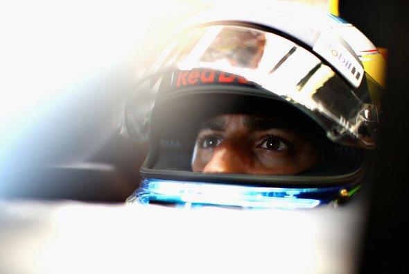 Daniel Ricciardo muss sich nach seinen Siegen wieder einem Max Verstappen in Topform stellen - Foto: Red Bull