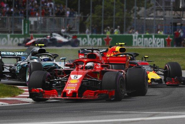 Ferrari vs. Mercedes vs. Red Bull - der Dreikampf steht vor einem epischen Triple-Header - Foto: LAT Images