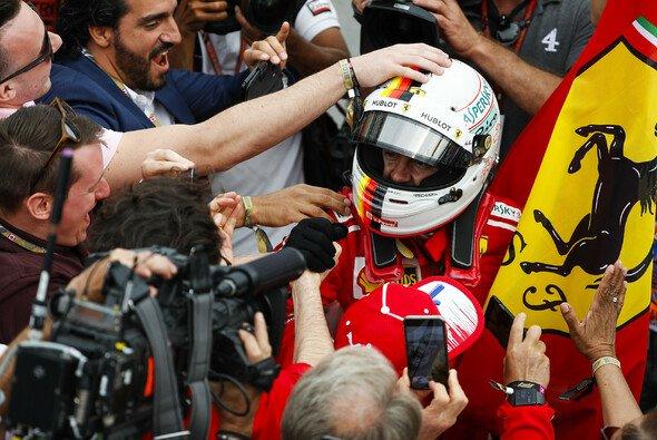 Ferrari-Pilot Sebastian Vettel feierte seinen Sieg beim Kanada GP 2018 ausgelassen wie selten zuvor - Foto: LAT Images