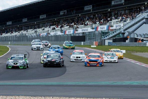 Es fanden zwei Rennen im Rahmen der Nürburgring Classic statt - Foto: CTT