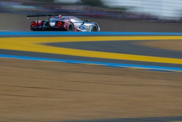 Überleben ist das Ziel: Stefan Mücke wird in Le Mans Sechster - Foto: Ford Chip Ganassi Team UK