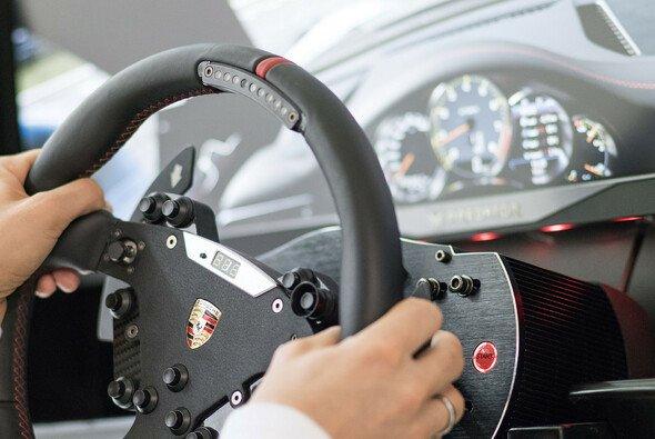 Porsche ist in diesem Jahr offizieller Titelsponsor des eSport-Wettbewerbs - Foto: Porsche