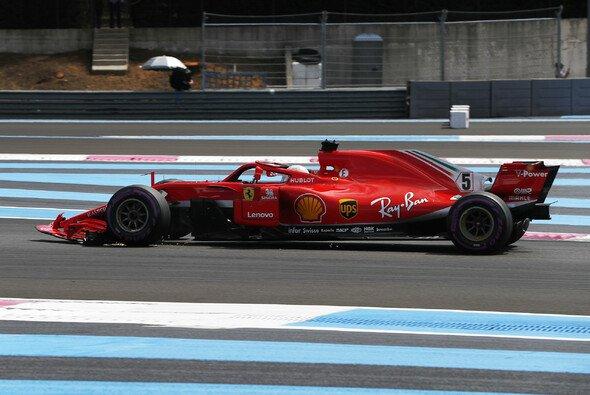 Sebastian Vettel löst in Frankreich Startchaos aus und wird bestraft - Foto: LAT Images