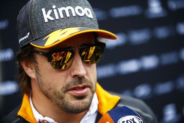 Fernando Alonso und McLaren entschieden sich in Österreich für eine gewagte Strategie - Foto: LAT Images