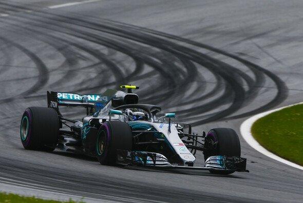 Valtteri Bottas startet beim Großen Preis von Österreich 2018 von der Pole Position - Foto: LAT Images