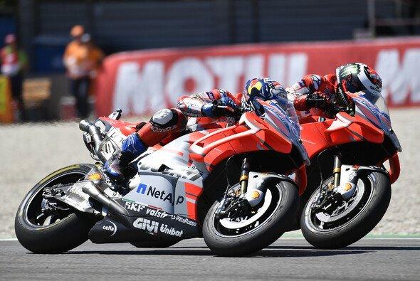 Nicht nur auf der Strecke erbitterte Rivalen: Lorenzo und Dovizioso - Foto: Ducati