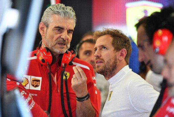 Sebastian Vettel musste im 3. Training wegen Nackenproblemen zusehen - Foto: LAT Images