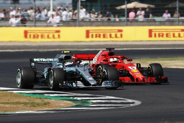 Sebastian Vettel gewann in Silverstone nach einem epischen Kampf gegen Mercedes - Foto: LAT Images