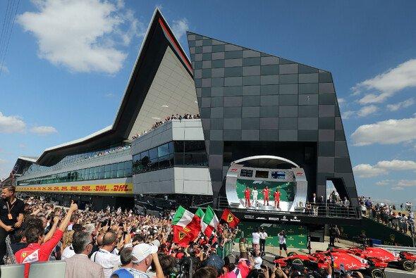 Der Großbritannien GP ist extrem beliebt bei den Fans - trotzdem wackelt das Silverstone-Rennen - Foto: LAT Images