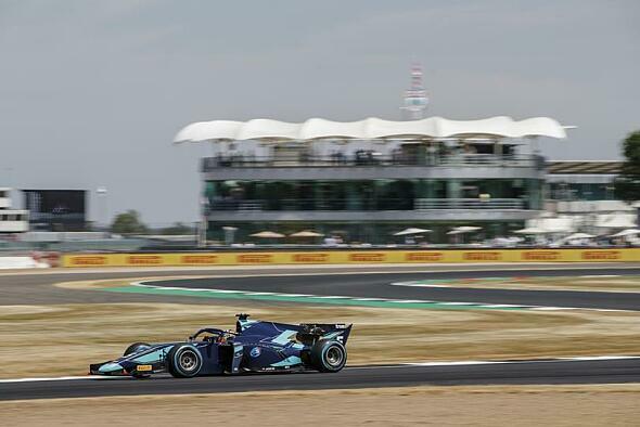 Alexander Albon sicherte sich am Hungaroring den Sieg im Sprintrennen - Foto: FIA Formula 2