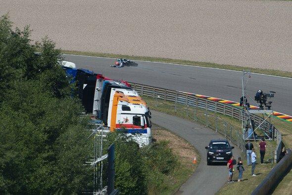 Stürze können am Sachsenring schwerwiegende Folgen haben - Foto: LAT Images