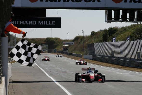 Aron rückte auf Platz zwei der Fahrerwertung vor - Foto: FIA F3