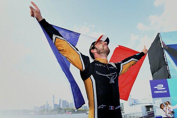 Jean-Eric Vergne verteidigt als erster Fahrer die Formel-E-Meisterschaft - Foto: LAT Images