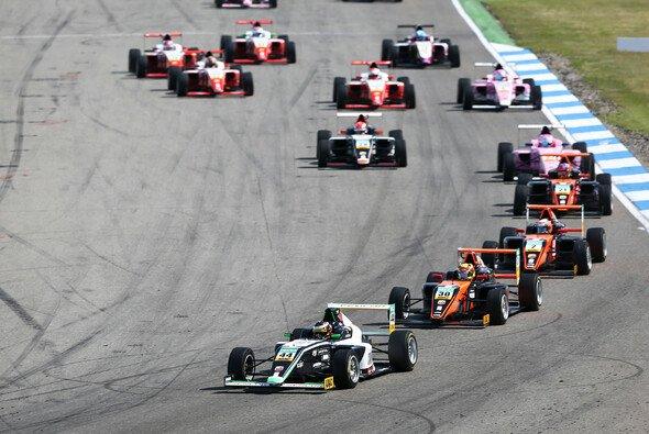 Lirim Zendeli und Co. kehren auf den Hockenheimring zurück - Foto: ADAC Formel 4
