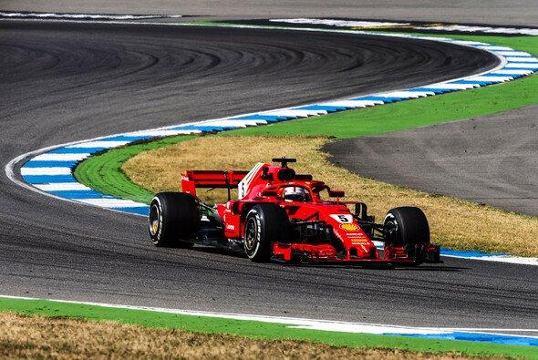 Sebastian Vettel gilt als haushoher Hockenheim-Favorit - Foto: Ferrari