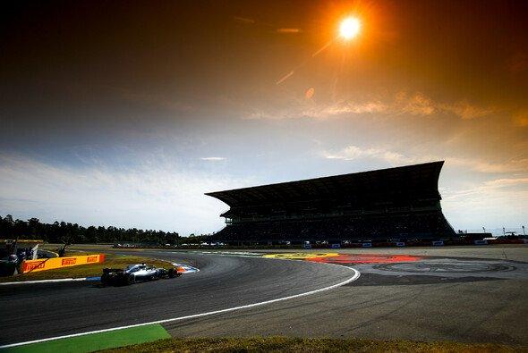 Das war der Freitag in Hockenheim im Live-Ticker: Die ersten Trainings der Formel 1 - Foto: Mercedes-Benz