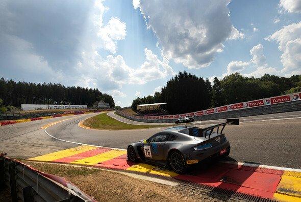 Der R-Motorsport Aston Martin erbt die Pole von Audi - Foto: Nick Dungan / Drew Gibson Photography