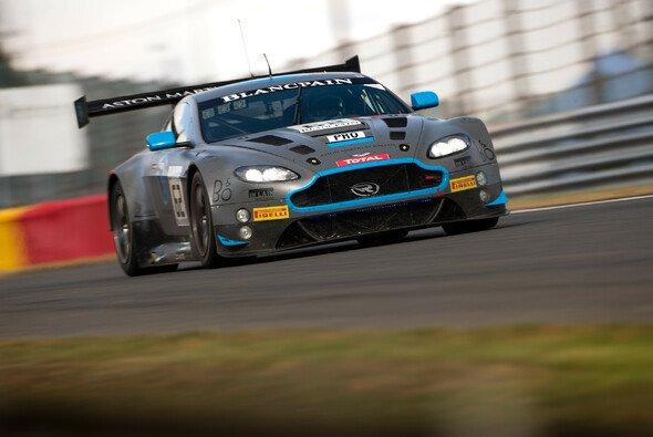 Zwei aktuelle Mercedes-Werksfahrer könnten 2019 zu Aston Martin wechseln - Foto: Nick Dungan