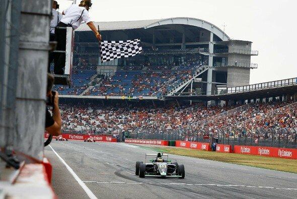 Lirim Zendeli kann vorzeitig den Gesamtsieg holen - Foto: ADAC Formel 4