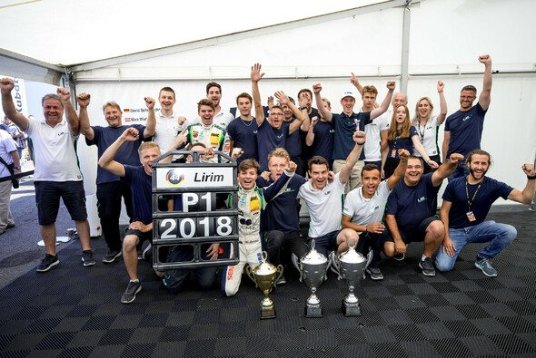 Riesiger Jubel beim Team US Racing CHRS: Zendeli holt den Meistertitel - Foto: ADAC Formel 4