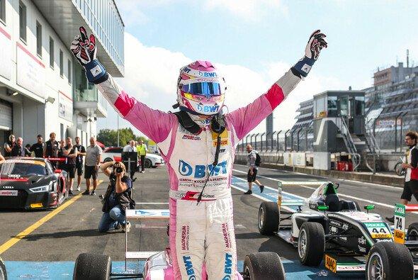 Niklas Krütten sicherte Mücke Motorsport den ersten Saisonsieg in der ADAC Formel 4 - Foto: Gruppe C Photography